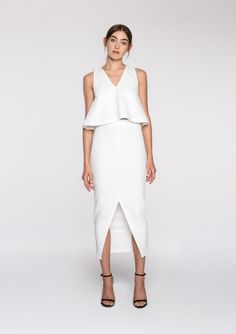 Absolutely love this white midi skirt! So versatile and so many ways to style. A definite must have! x