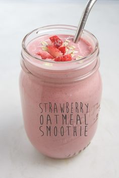 This super simple Strawberry Oatmeal Smoothie is made with strawberries bananas oats and chia seeds. Packed with a ton of fiber fatty acids potassium and antioxidants this smoothie has perfect staying power to fill you up all morning (or afternoon) long. Strawberry Oatmeal Smoothie, Blackberry Smoothie, Oatmeal Smoothies, Yummy Smoothies, Strawberry Breakfast, Smoothie Drinks, Smoothie Recipes For Kids, Baby Food Recipes, Jelly Recipes