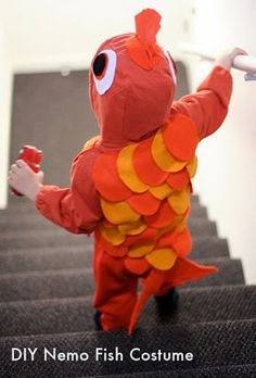 DIY Goldfish costume for Halloween. Notice the instructions call for wine, boo for preggo maybe I can fix me something yummy and non-alcholic, any susggestion? Toddler Fish Costume, Diy Fish Costume, Rainbow Fish Costume, Goldfish Costume, Nemo Costume, Costume Ideas, Easy Costumes, Diy Halloween Costumes For Girls, Toddler Halloween