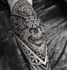 Geometric sleeve geometric mandala and geometric mandala tattoo to use and take to your artist. Tattoos Bein, Body Art Tattoos, Sleeve Tattoos, Tattoos For Guys, Cool Tattoos, Maori Tattoos, Octopus Tattoos, Forearm Tattoos, Tattos
