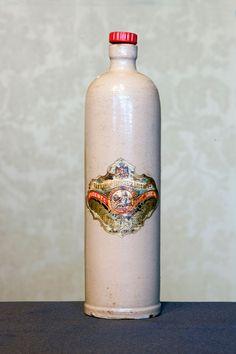 #Botella lisa y lacada de #AnisdelMono encontrada en la #fabrica de #Badalona