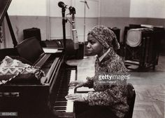 Photo d'actualité : Photo of Nina SIMONE; in the recording studio,...