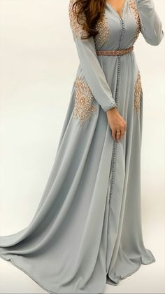 Stylish Work Outfits, Stylish Dresses, Simple Dresses, Elegant Dresses, Morrocan Fashion, Morrocan Dress, Indian Gowns Dresses, Beautiful Maxi Dresses, Arab Fashion
