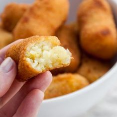 Recipe for vegan Potato Croquettes - the perfect side dish for festive Thanksgiving or Christmas dinners! Croquettes Recipe, Potato Croquettes, Empanadas, Whole Food Recipes, Vegan Recipes, Veggie Bites, A Food, Food And Drink, Vegan Treats