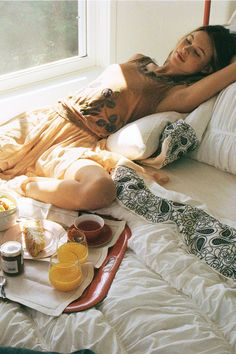Breakfast in bed on a lazy Sunday morning. Easy Like Sunday Morning, Lazy Sunday, Lazy Days, Lazy Morning, Saturday Morning, Morning Sun, Thing 1, Behati Prinsloo, Breakfast In Bed