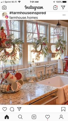 Add gusto to your Christmas celebration by crafting these fun DIY Christmas decorations. Go through innovative decorating ideas for adorning your house. Farmhouse Christmas Decor, Cozy Christmas, Christmas Holidays, Christmas Ideas, Christmas Decor In Kitchen, Christmas In The Country, Traditional Christmas Decor, Christmas Decir, Cabin Christmas Decor