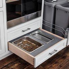 Wyciągnij szufladę karmy dla psów