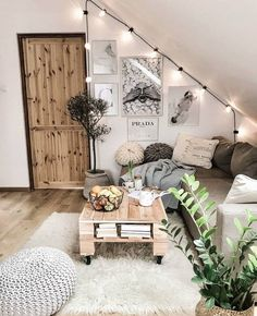 Room decor - 71 pallet coffee table & other projects 2019 00086 Furniture Classic Cute Room Decor, Living Room Decor Ideas Vintage, Den Decor, Cute Room Ideas, Entryway Decor, Aesthetic Rooms, Aesthetic Outfit, Cozy Room, My New Room