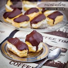 Mini eclairs (in Romanian) Holiday Desserts, No Bake Desserts, Easy Desserts, Dessert Recipes, Romanian Food, My Dessert, Strawberry Recipes, Foods To Eat, Sweet Recipes