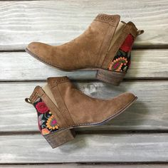 The PERFECT fall booties have arrived! You'll be sure to leave a print in our … The PERFECT fall booties Fall Booties, Fall Shoes, Bootie Boots, Shoe Boots, Amo Jeans, Stylish Outfits, Cute Outfits, Stylish Clothes, Cute Heels