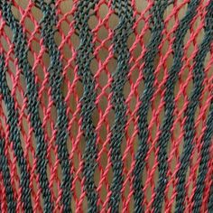 Dírkový vzor ve dvoubarevné osnově