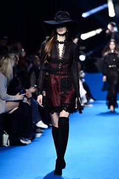 Encajes, flecos y pieles protagonizan la propuesta de Elie Saab fall/winter 2016