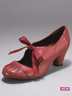 ❤ Oh! I just love, love red shoes!