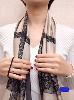 Great ways to tie a scarf Ideas Clothing hacks videos Great Scarf Tie Ways Ways To Tie Scarves, Ways To Wear A Scarf, How To Wear Scarves, Scarf Knots, Diy Scarf, Scarf Ideas, How Tie A Scarf, Square Scarf Tying, Diy Fashion Hacks