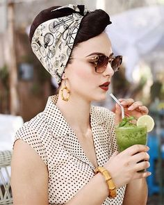 The perfect vintage inspired bandanas by RockRockabilly Bamboo earrings by Glitt. The perfect vintage inspired bandanas by RockRockabilly Bamboo earrings by Glitter Paradise Sunglasses Miu Lee Dress old collection by Pin Ups Vintage, Pin Up Retro, Look Retro, Looks Vintage, Vintage Pins, 50s Look, 50s Pin Up, Looks Rockabilly, Rockabilly Moda