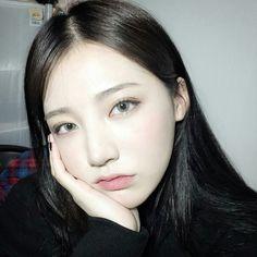 Ulzzang - Fashion - Beauty - Kpop I do NOT post pictures of myself! Japanese Makeup, Korean Makeup, Aesthetic Girl, Aesthetic Makeup, Beautiful Asian Girls, Guys And Girls, Ulzzang Girl, Pretty Face, Natural Makeup