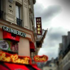 Street in Paris : www.pajama-days.com