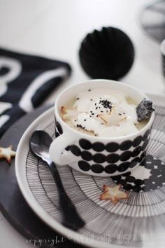 Miss Klein: Stay hungry for something new: Today I only cook in black and white Coffee Republic, Banana Republic, I Love Coffee, Coffee Break, Barista, Coffee Cafe, Kakao, Marimekko, Sweet Recipes