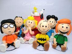 Turma do Snoopy 10cm em pé (SEM OS CUBOS)  Cerca de 8cm sentados  *****  kit 1 - 7 PERSONAGENS (Snoopy na casinha, Linus, Sally, Lucy, Charlie,, Pimentinha e Marcie)    kit 2 - 9 PERSONAGENS (Snoopy e Fifi, Linus, Sally, Lucy, Charlie, Garotinha ruiva, Pimentinha e Marcie)    PARA ORÇAMENTOS OU O...