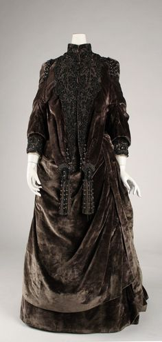 Evening Ensemble: ca. 1882, American, beaded silk.