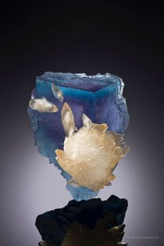 mineralia:  Calcite on Fluorite from Illinoisby The Arkenstone