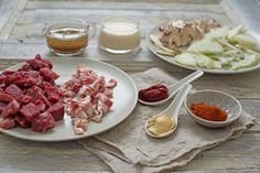 Biff stroganoff er en enkel gryte å lage, og denne versjonen kan du ha klar på 30 minutter. Lag biff stroganoff med mørt oksekjøtt og potetmos. Recipe Boards, Bacon, Recipies, Food And Drink, Meat, Vegetables, Recipes, Vegetable Recipes, Pork Belly