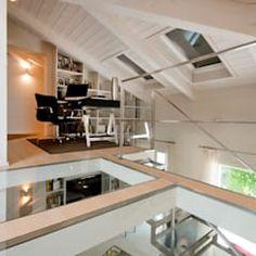 studio nella zona soppalcata : Eclectic style living room by bilune studio Mezzanine Floor, Glass Floor, Eclectic Style, Modern House Design, Home Bedroom, Home Office, Loft, Flooring, Living Room