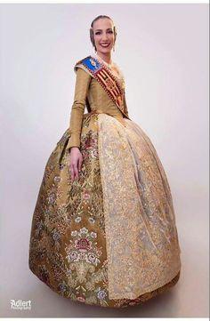 Belle Epoque, Victorian, Disney Princess, Disney Characters, Dresses, Fashion, Armed Forces, Needlework, Photos