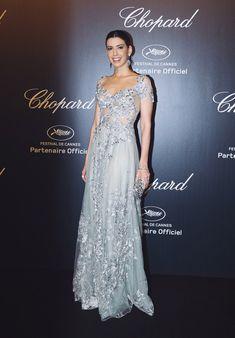 Look do dia: festa da Chopard em Cannes! Evening Dresses For Weddings, Prom Dresses, Formal Dresses, Wedding Dresses, Black Dress Shoes, Gray Dress, Caroline Daur, Party Looks, Dress To Impress
