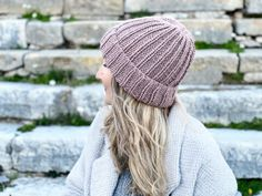 How To Knit A Hat With Straight Needles | Handy Little Me Beanie Knitting Patterns Free, Beanie Pattern Free, Baby Hats Knitting, Knitting Socks, Free Knitting, Crocheting Patterns, Knitting Tutorials, Hat Patterns, Stitch Patterns