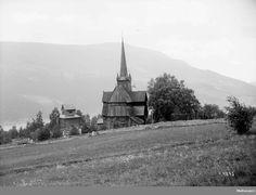 DigitaltMuseum - Kort: Ringebu stavkirke 26/6 1899. Klokkestøpul på austsida.