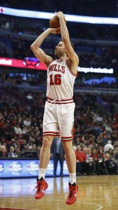Pau Gasol ist ein Basketball Spieler er spielt in die NBA.
