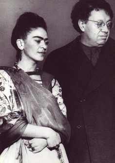 Frida Kahlo y Diego Rivera. Frida E Diego, Diego Rivera Frida Kahlo, Frida Art, Famous Artists, Great Artists, Freida Kahlo, Famous Mexican, Mexican Artists, Meet The Artist