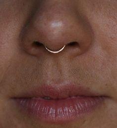 Cliqueur septum couleur or rose Piercing Septum Piercings, Piercing Conch, Septum Piercing Jewelry, Cool Piercings, Septum Clicker, Piercing Tattoo, Body Piercing, Smiley Piercing, Small Septum Rings