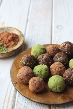 A powerhouse snack with the health benefits of two amazing superfoods, matcha and cacao, mixed right in. Savory Snacks, Easy Snacks, Healthy Desserts, Healthy Food, Protein Ball, Protein Foods, Healthy Protein, High Protein, Chia Benefits