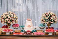 Um casamento elegante no campo, cheio de projetos feitos pela noiva e transbordando amor! Prepare-se para salvar todas as fotos na pastinha!