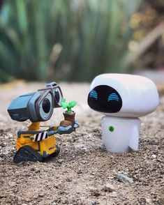 Happy 10 yr Anniversary to these two and one of my favorite Pixar movies! Animes Wallpapers, Cute Wallpapers, Funko Pop Display, Wall E Eve, Funko Pop Dolls, Pop Figurine, Funk Pop, Funko Figures, Disney Pop