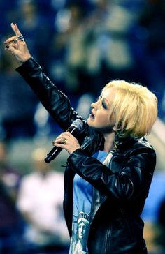 Cyndi Lauper Tribute to victims of September 11th. Anthem EUA.