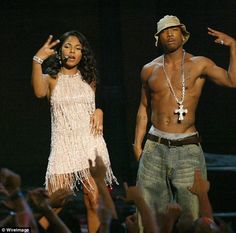 Ashanti is touring Australia with rapper Ja Rule. Pictured performing in 2002 90s Artists, Hip Hop Artists, Hip Hop And R&b, 90s Hip Hop, Hip Hop Fashion, 90s Fashion, Ja Rule, What To Do When Bored, Foxy Brown