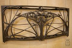 Hector Guimard metal work at the Musee d'Orsay (Paris). Gaudi, Hector Guimard, Art Nouveau Furniture, Back Art, Iron Work, Art Nouveau Jewelry, Celtic Designs, Arts And Crafts Movement, French Art