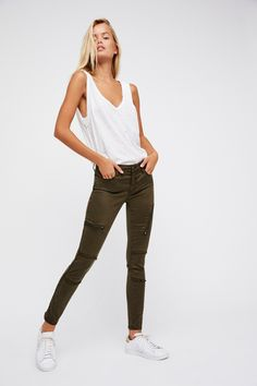 Carter Utility Skinny | Ultra stretch utility skinny featuring outer zip details and frayed accents. * Low rise * Zipper closure * Four-pocket design