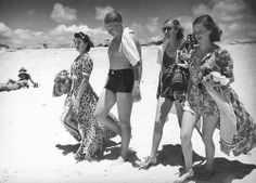 Midday dip at Southport, 1940 by State Library of Queensland, Australia Summer Of Love, Summer Fun, Vintage Images, Retro Vintage, Vintage Black, Southport Beach, Coast Fashion, Vintage Swimsuits, Beach Wear