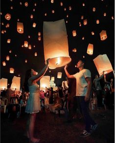 Floating Lantern Festival, Floating Lanterns, Floating Lights, Sky Lanterns, Festival Photography, Couple Photography, Festival Dates, Dream Dates, Beaux Couples