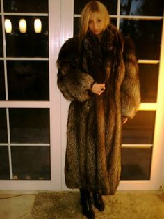 Nadire Atas on Women's Designer Fur Coats & Jackets You can hardly see a girl wears a full length silver fur coat nowadays like her, pretty and elegant. Long Fur Coat, Fox Fur Jacket, Fur Clothing, Fabulous Furs, Fur Fashion, Fur Collars, Girls Wear, Coats For Women, Mantel