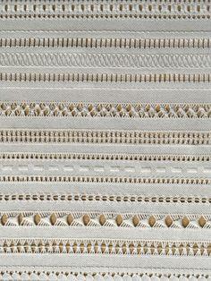 esmeralda cavalleiro's media content and analytics Types Of Embroidery, Embroidery Needles, Hand Embroidery Patterns, White Embroidery, Beaded Embroidery, Hem Stitch, Back Stitch, Satin Stitch, Cross Stitch