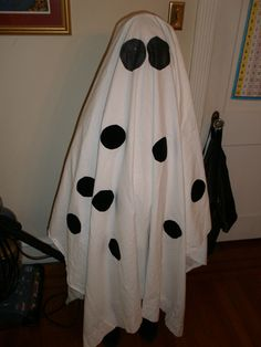 DIY Halloween : DIY Charlie Brown Ghost Costume : i might add spiders to mine: DIY Halloween Decor Ghost Costume Kids, Ghost Costume Sheet, Ghost Costumes, Dress Up Costumes, Halloween Ghosts, Halloween Costumes For Kids, Halloween Ideas, Costume Ideas, Halloween Stuff