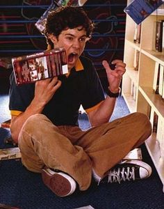 Adam Brody in his Navy Converse The Oc, Series Movies, Movies And Tv Shows, Tv Series, Navy Converse, Adam Brody, Conan Gray, Books For Boys, Its A Wonderful Life