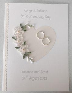 Tarjeta del día de boda enclavijada Felicidades