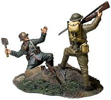 """W Britain 23114 - """"Overrun"""" 1917-18 U.S. Infantryman Bayoneting German Infantrym"""