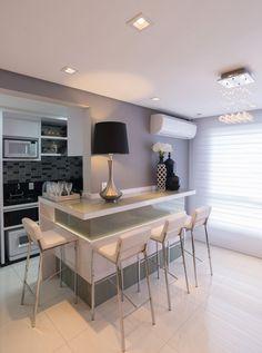 Uma família buscava qualidade e funcionalidade para o apartamento, sendo assim, a arquiteta Graça Renner idealizou um projeto ímpar à família, tendo como base criatividade e sensibilidade.